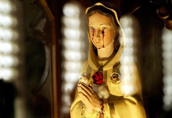 Гэгээн Мариягийн хөшөө цусаар уйлсан уу. Эсвэл тохиолдол байв уу?